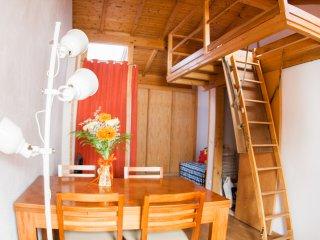 A Casa da Ana, um refugio de madeira na cidade das historias.