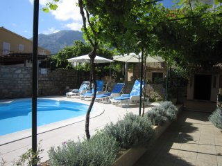 Holiday Home Charming - Four Bedroom Holiday Home with Terrace and Swimming Pool