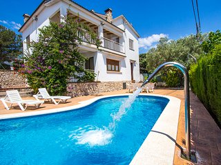 Villa Cal Vives for 12 guests, only 6km to the beaches of Costa Dorada!