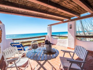 Glorious oceanfront house for 8 guests, overlooking the beaches of Costa Dorada!