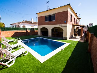 Catalunya Casas: Awe-inspiring villa in Roda de Bara, only 2.5km to the beach!