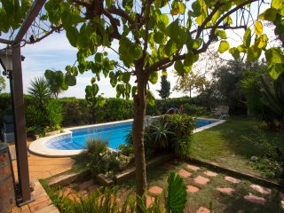 Joyful Costa Dorada getaway for up to 18 guests, just 2km from the beach!