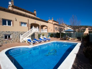 Elegant modern villa for 10 guests in Roda de Bera, just 4 km from the beach!