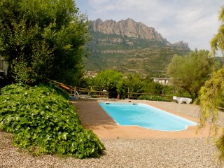 Majestic mansion in Monistrol de Montserrat with 8 spacious bedrooms for 16