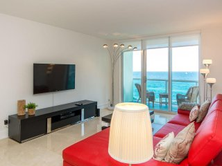 OCEAC VIEW IN HOLLYWOOD BEACH 9 - 2 BED / 1.5 BATH