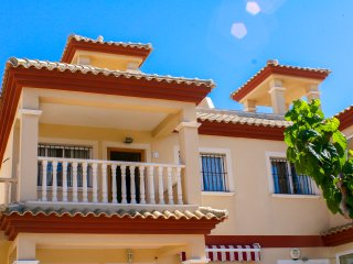 Beaches,flamingos,2 bed,spacious, private solarium BBQ, Free WiFi SKY TV Parking