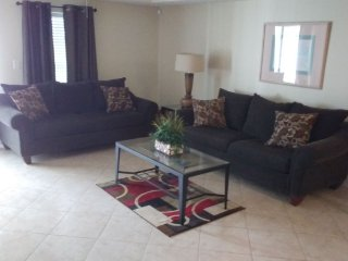 Beautiful large well cared for 4bdrm, 3ba villa, can sleep up to( 12 persons )