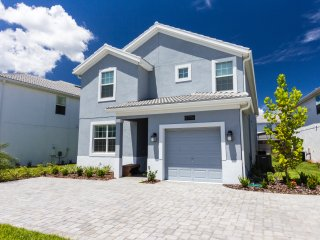 NEWLY BUILT pool/spa HOUSE: 5 bed 5 bath 5 minutes to DisneyWorld at Storey Lake