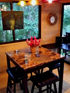 Indoor casual dining in kitchen cottage!