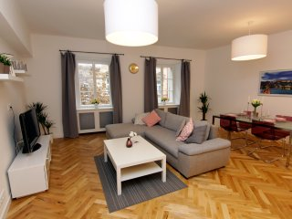 1 BDR APARTMENT BY THE OLD TOWN SQUARE