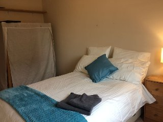 Double room with excellent transport links