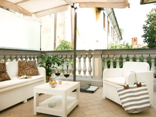 Bonnes Vacances, with terrace in the heart of Pietrasanta!