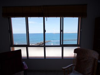 Free wifi seafront 3 bedr apartment