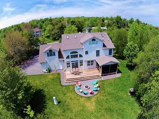Heart of Poconos, Lakefront Newly Constructed House, Camelback - 10 min Away