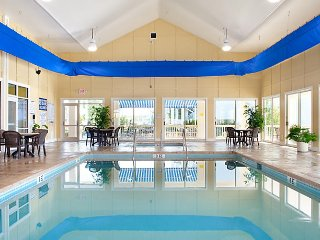 Hotel Room, Sleeps 2, July 1 - July 6, 2018 (5 nights)- Harbour Lights Resort