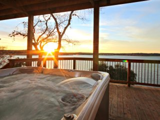 New Large Hot Tub Overlooking Lake - Enjoy the perfect views and relax in style!