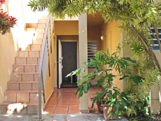 sbWater and electricity Available! Economical Hideaway 2min Walk to Beach