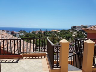 Terrazas del Duque, roof terrace, sea view, only 200m to the beach,heated pool