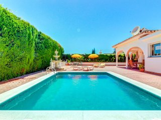 Villa con piscina privada y gran patio! Ref.204745