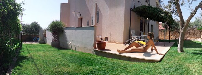 The only naturist hotel in Sicily. Welcome up to 20 people (apartments and / or glamping)