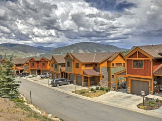 NEW! 4BR Silverthorne Townhouse w/Mtn. Views!