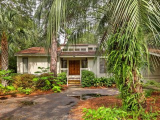 Spacious Kiawah Island Home w/Deck - Walk to Beach
