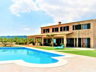 Finca Rustica 12 pax in Petra- MALLORCA- 7 bedrooms. 8 bathrooms. Private pool.