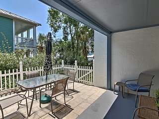 Quiet West PCB Townhome - Walk to Beach!