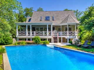 NEW! Luxury 4BR 'Shelter Island Hideaway' w/ Pool!