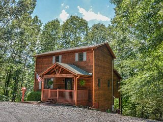 SUMMERS` RIDGE- 2 BEDROOM/ 2.5 BATH LUXURY CABIN IN THE COOSAWATTEE RIVER