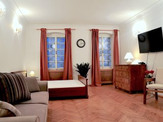 Cozy Apartment by the Charles Bridge and Castle