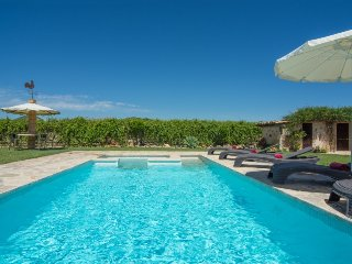 Villa Auba. Lovely pool with Jacuzzi. Pollensa countryside location. Free car!