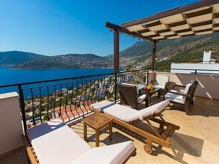4 Bedroom Villa 300m to the Beach