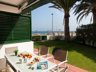 Beachfront Apartment Las Burras FA03 with Seaviews