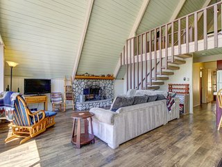 Beautiful Lake Arrowhead A-Frame w/ large balcony - minutes from the village