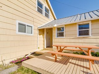 Welcoming dog-friendly condo near beach, parks, and Lake Lytle!
