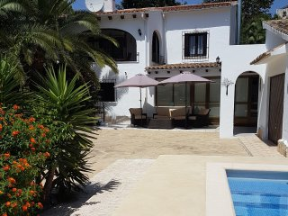 Villa apartment with private pool. Newly renovated,close to amenities and coast.