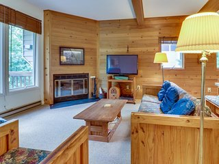 Cozy, family-friendly home with furnished deck - close to lake, hiking, & skiing