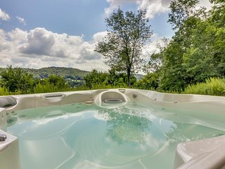 Spacious home w/ private hot tub & incredible view of the lake - close to skiing