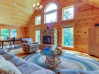 Spacious cabin-style home w/ game room & hot tub, close to skiing & lake access