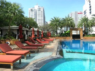 SERVICED 2 BED SKY VILLAS WITH VIEW, POOL AND BTS