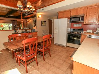 ~Beary Necessary~Equipped Kitchen & Dining~Minutes To Town~