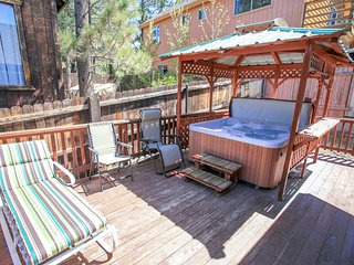 ~Pine View Cottage~Central Furnished Home With Hot Tub & Essentials~