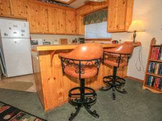 ~Pine View Cottage~Central Furnished Home With Essentials~