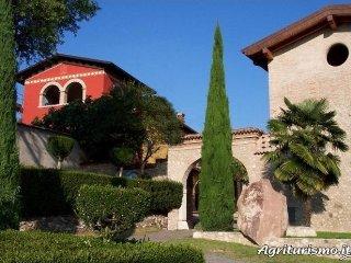Agriturismo; Esenta Borgo Castello.