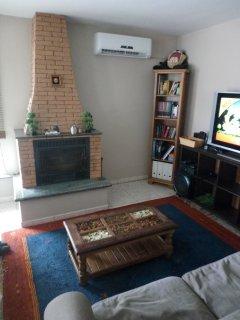 Wohnzimmer mit Kamin und Klimaanlage zum Heizen & Kühlen. HD Sat-TV, Netflix, THX Soundsystem. WIII