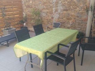 au coeur du village 2 pieces avec terrasse 40 m2 vue apercue mer