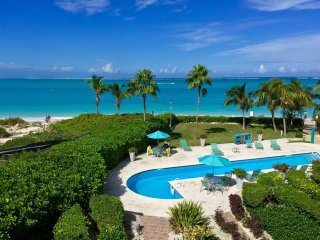Coral Gardens: Top Floor, Luxurious 1-Bedroom Oceanfront Suite on Grace Bay