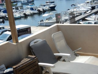 CARRO sur le Port, petite maison de pecheurs vue mer