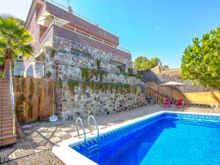 Modern Villa Tamarit for 8 guests, only 1km to the beaches of Costa Dorada!